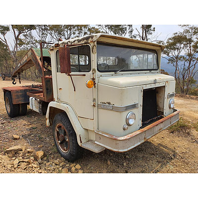 Lot 201 - 12/1979 International ACCOD 1820 WB168 Ex. FA M. Denson Crane Truck White/Black