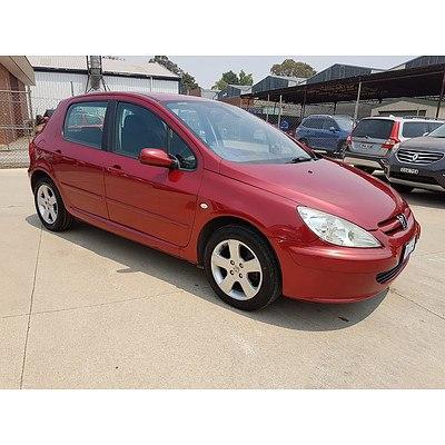 10/2004 Peugeot 307 XSE  5d Hatchback Red 2.0L
