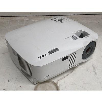 NEC (VT595) XGA 3LCD Projector