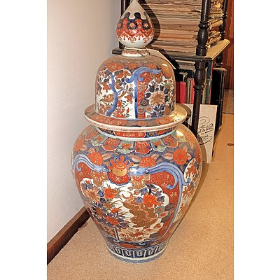 Large Antique Japanese Imari Urn Meiji Period (1868-1912) with Staple Repairs To Cover