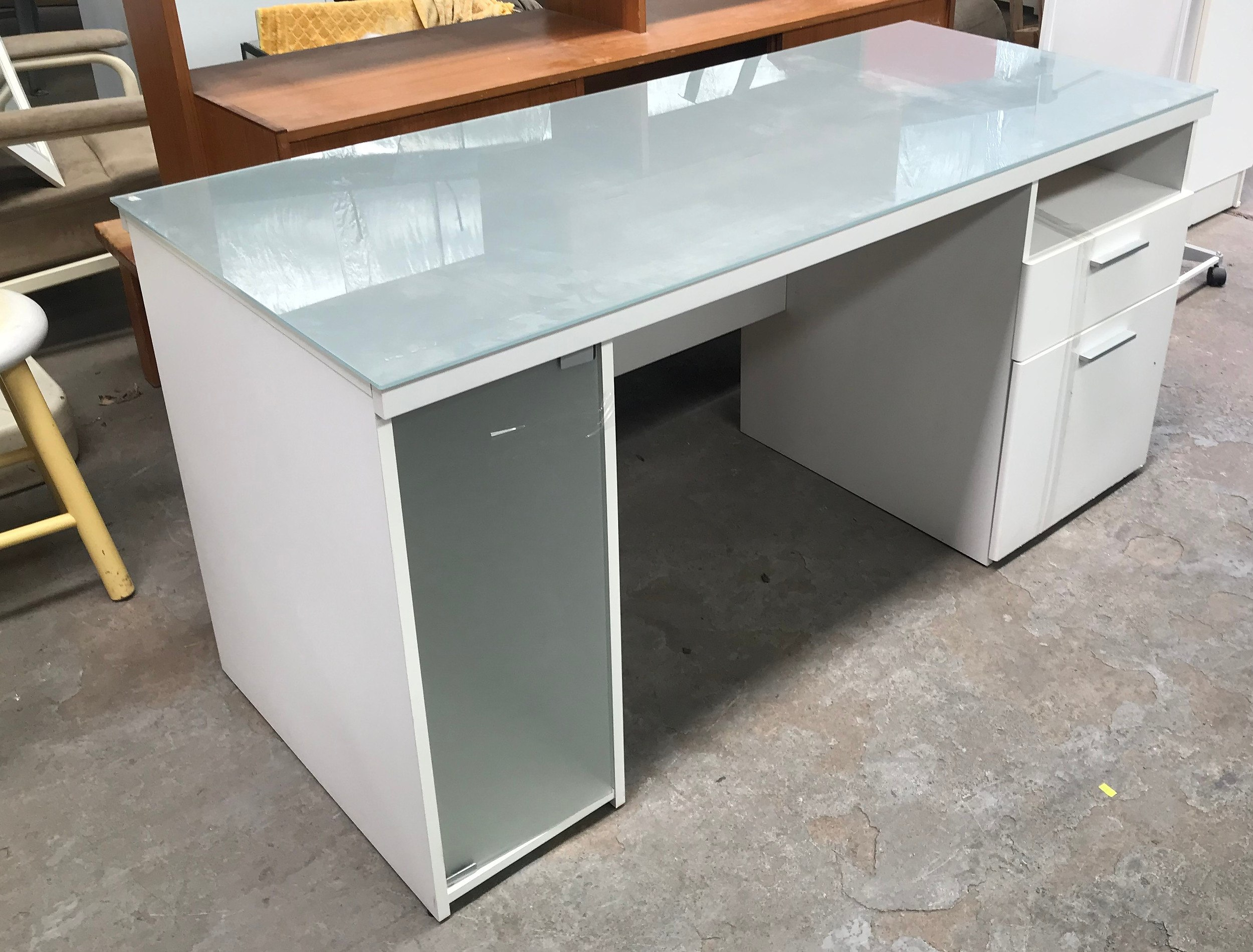 White Desk With Glass Top White Lot 1101830 Allbids