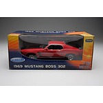 Welly - 1969 Ford Mustang Boss 302 Red 1:18 Scale Model Car