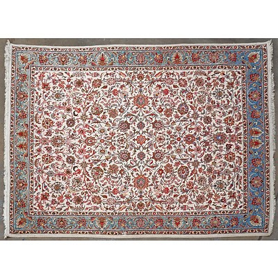 Large Persian Kashan Hand Knotted Wool Pile Carpet with an Ivory Ground