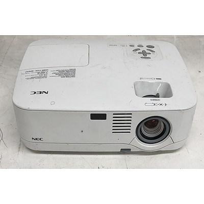 NEC (NP500) XGA 3LCD Projector