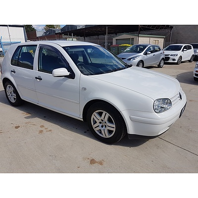 4/2004 Volkswagen Golf 2.0 Generation  5d Hatchback White 2.0L