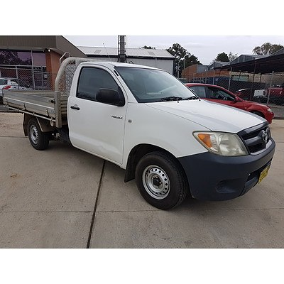 7/2006 Toyota Hilux Workmate TGN16R 06 UPGRADE C/chas White 2.7L