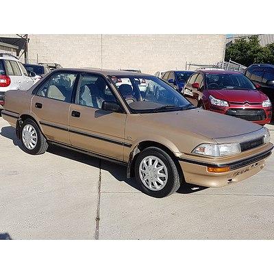 8/1989 Toyota Corolla CS-X AE92 4d Sedan Gold 1.6L