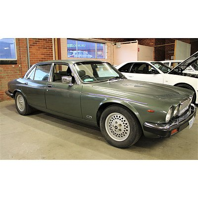 2/1984 Jaguar Vanden Plas 4d Sedan Green 6.6L V8