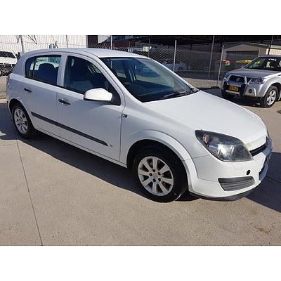 9/2005 Holden Astra CD AH 5d Hatchback White 1.8L