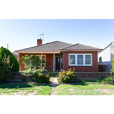 27 Ernest Street, Crestwood NSW 2620