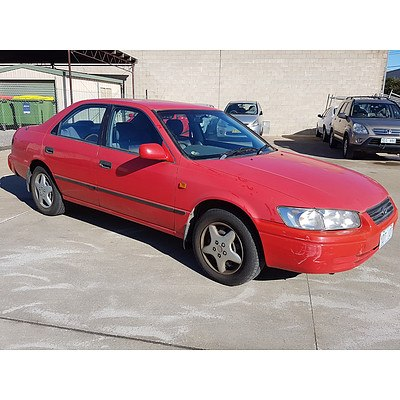 4/1998 Toyota Camry Conquest MCV20R 4d Sedan Red 3.0L