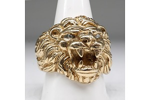 9ct Yellow Gold Gents Lion Ring, with Two Marquise Shaped Diamonds as Eyes, 48.8g