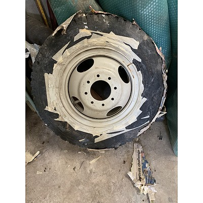 16 Inch Truck Rim With Tyre