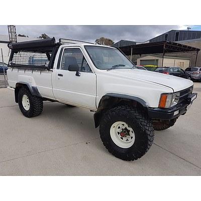 3/1988 Toyota Hilux (4x4) YN67 P/up White 2.2L