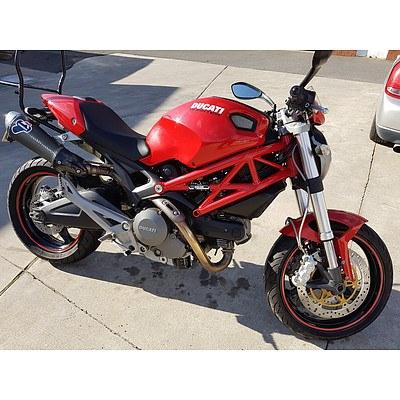 1/2010 Ducati Monster 696cc Motor Cycle