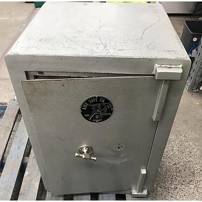 AJAX SAFE CO. Fire Resistant Safe