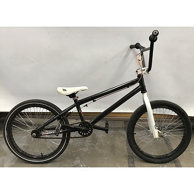 Southern Star Rhythm BMX Bike