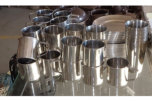 Large Stainless Steel Shearer's/Camping Dinner Set - 72 Pieces