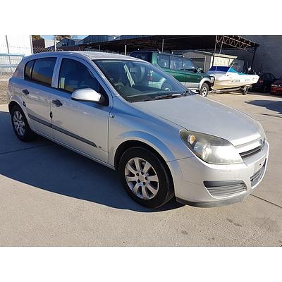 2/2005 Holden Astra CD AH 5d Hatchback Silver 1.8L