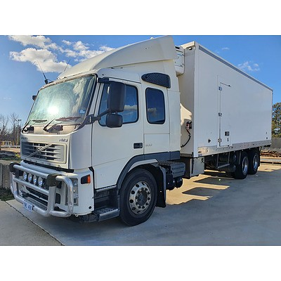 11/2006 Volvo FM9.300 6x4 Refrigerated Pantech Truck White 300HP