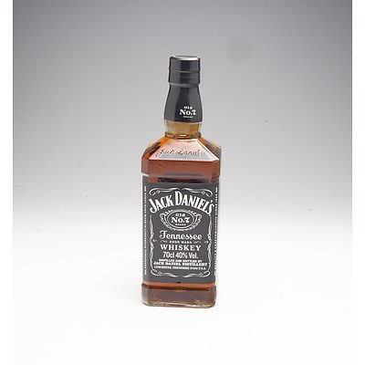 Jack Daniels Old No7 Brand Tennessee Sour Mash Whiskey 700ml