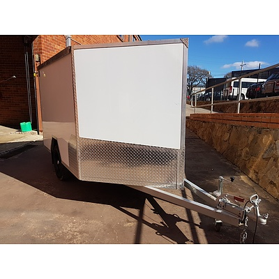 9/2018 Resort Alupanel Enclosed Trailer