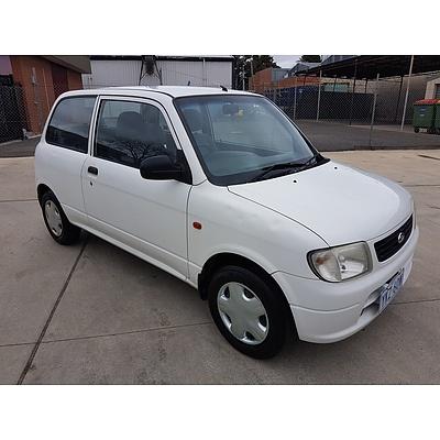 5/2001 Daihatsu Cuore   3d Hatchback White 1.0L