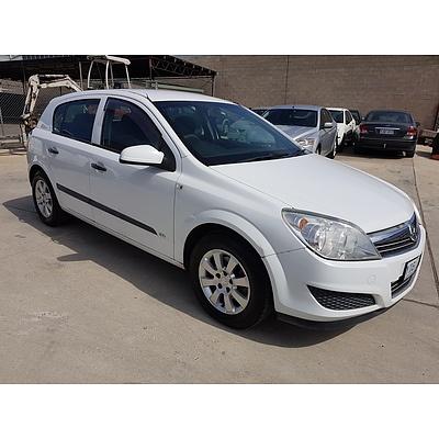9/2007 Holden Astra CD AH MY07 5d Hatchback White 1.8L